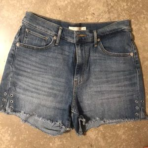 Levi's worn 2 times high rise shorts with details